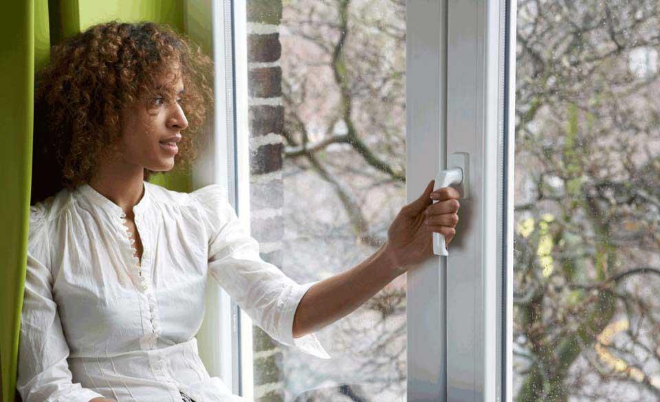 Tipos de ventanas practicables: cómo funcionan, ventajas y desventajas