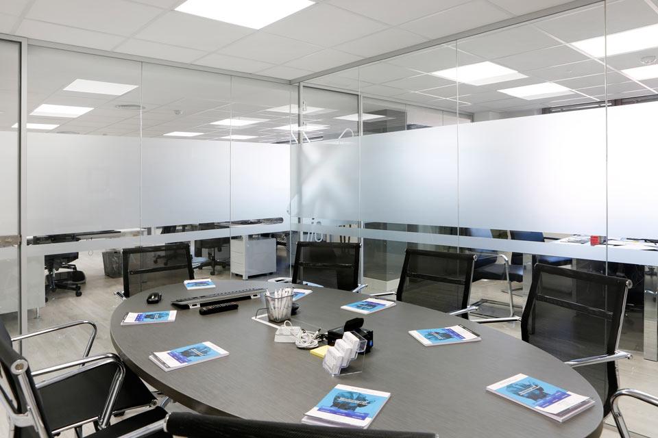 Paredes de vidrio para interior - Ventanas PVC Vizcaya | Soluvent